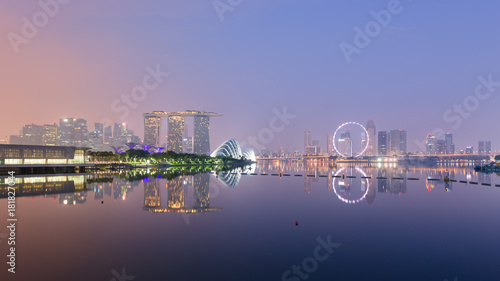 Photographie  Singapore skyline with CBD, Central Business District, Gardens by the Bay, Sands hotel and Flyer wheel reflecting in Marina Bay, at sunrise, from the Barrage