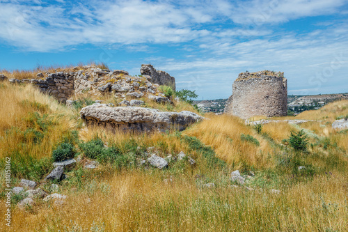 Papiers peints Fortification The ruins of ancient fortress Calamita in Inkerman, Crimea