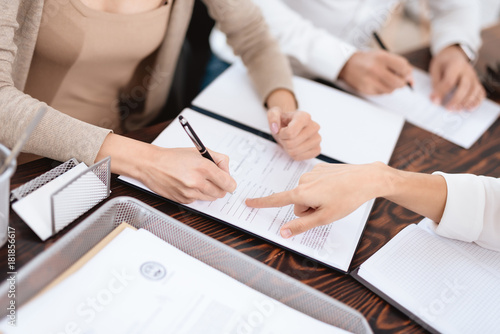 Photo The couple went to a lawyer to conclude an agreement on the divorce
