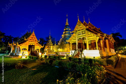 In de dag Bedehuis Sunrise scence of Wat Phra Singh temple. This temple contains supreme examples of Lanna art in the old city center of Chiang Mai,Thailand.