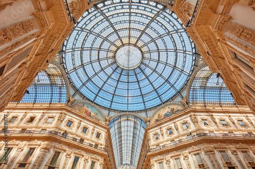 In de dag Milan Milan, Vittorio Emanuele gallery interior view in a sunny day in Italy