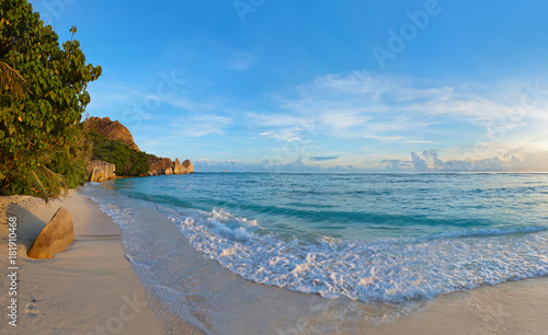 Staande foto Strand Tropical beach Source D'Argent at Seychelles