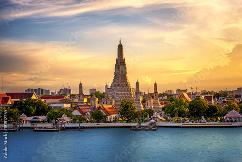 Foto op Canvas Bangkok The Temple Chao Phraya Riverside, The famous Wat Arun, perhaps better known as the Temple of the Dawn, is one of the best known landmarks and one of the most published images of Bangkok