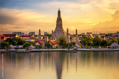 Photo Stands Bangkok The Temple Chao Phraya Riverside, The famous Wat Arun, perhaps better known as the Temple of the Dawn, is one of the best known landmarks and one of the most published images of Bangkok