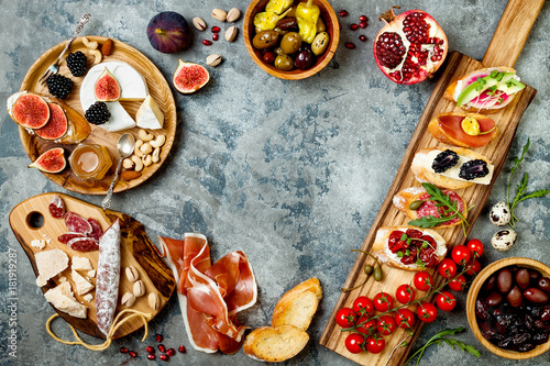 Keuken foto achterwand Appetizers table with italian antipasti snacks. Brushetta or authentic traditional spanish tapas set, cheese variety board over grey concrete background. Top view, flat lay, copy space