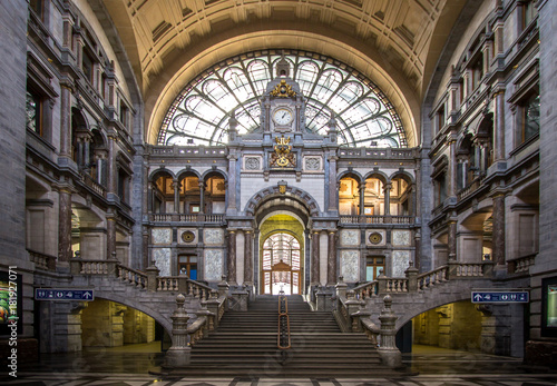 Cadres-photo bureau Antwerp Railway station in Antwerpen Belgium.