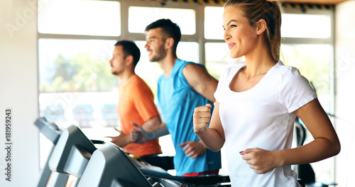 Poster Fitness Picture of people running on treadmill in gym