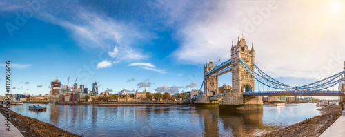 Poster Londres London cityscape panorama with River Thames Tower Bridge and Tower of London in the morning light