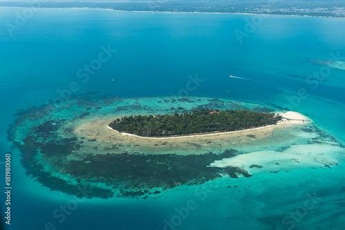 Papiers peints Nautique motorise Eine Insel vor Sansibar