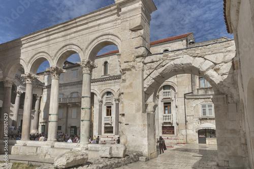Foto op Aluminium Rudnes Ruins of Roman Peristil (Peristyle) in Diocletian's palace in Split, Dalmatia, Croatia