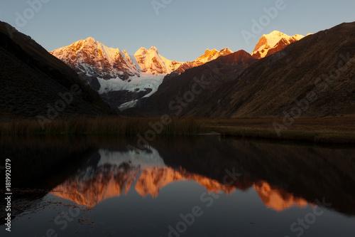 Photo Stands Night blue Cordillera Huayhuash