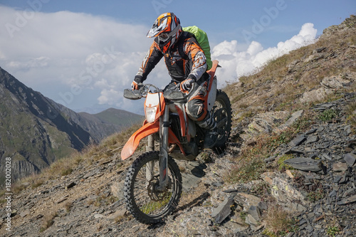 Fotomural  Enduro journey with dirt bike high in the mountains