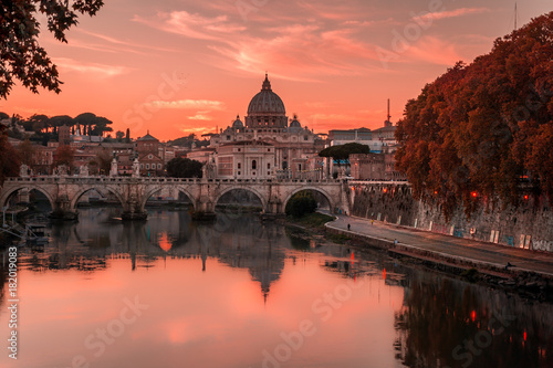 Tableau sur Toile Beautiful view over St Peter's basilica and Vatican from the bridge Umberto I in