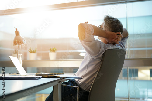 Stickers pour portes Detente Businessman in office relaxing in chair