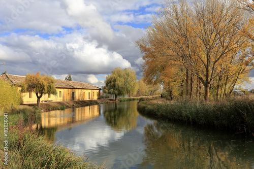 Canal de Castilla, noviembre de 2017, Palencia, Castilla Le—n..Esclusa de Fromista