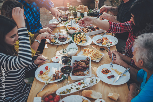 Photo  Family dining outdoor