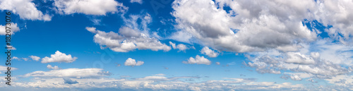 Photo  Blue sky with white fluffy clouds panorama