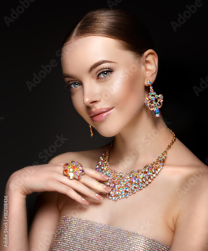728df079653 Model in set of jewellery. Luxury girl in shine jewelry from precious  stones, diamonds. Beautiful woman in a necklace, earrings and big ring.  Beauty and ...