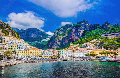 Fotografia Scenic picture-postcard view of the beautiful town of Amalfi at famous Amalfi Co