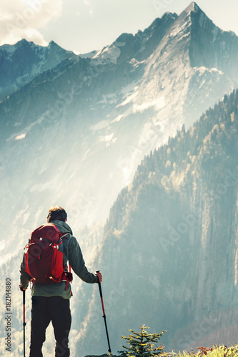 Photo Man hiking in mountains Travel Lifestyle concept adventure active summer vacatio