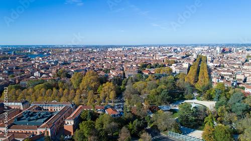 Photo aérienne de Toulouse depuis le jardin du Grand Rond ...