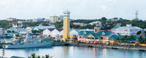 Foto auf Gartenposter Karibik Nassau At Dusk Panorama