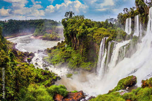 fototapeta na drzwi i meble The famous waterfalls Iguazu