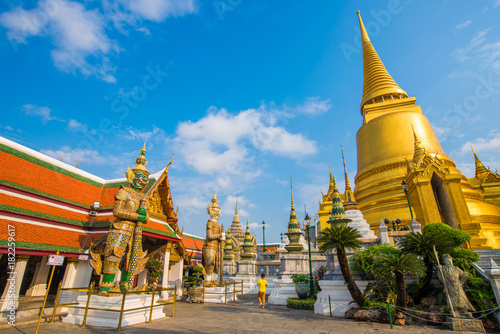 Fotoposter Temple Wat phra kaew grand palace building buddha temple