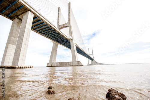 Photo  Vasco da Gama bridge over the Tagus river in Lisbon, Portugal