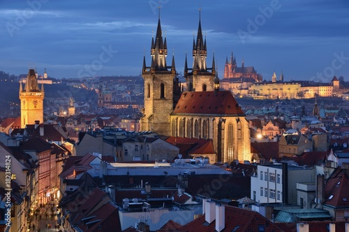 Staande foto Praag Prague Old Town, Church of Our Lady before Tyn and Prague Castle