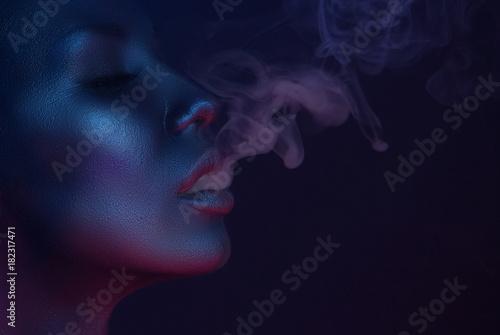 Foto  Vape Party, Nightlife. Beautiful Sexy Woman smoking