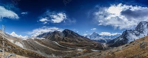 Poster Glaciers Snow mountain peaks. Panoramic view of Himalaya mountain. Way to Everest base camp, Khumbu valley, Sagarmatha national park.