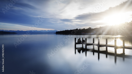 Photo  Bootsanleger am Starnberger See, Bayern, Langzeitbelichtung in schwarzweiß