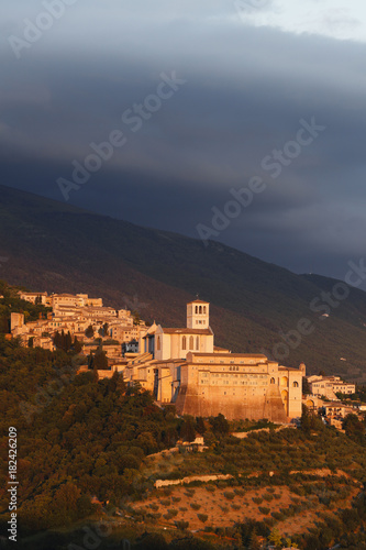 Assisi with Basilica of San Francesco in the evening, Assisi, UNESCO World Heritage Site, St. Francis of Assisi, Via Francigena di San Francesco, St. Francis Way, Assisi, province of Perugia, Umbria, Italy, Europe