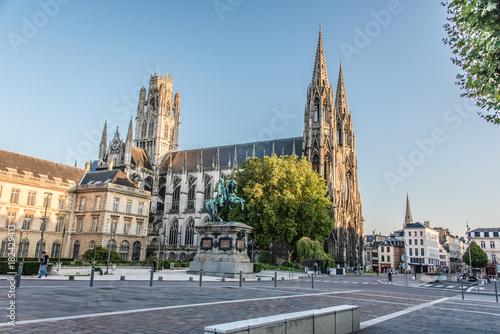 Rouen et l'Abbaye de Saint Ouen Canvas Print