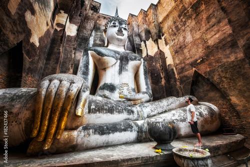 Obraz na plátně  Wat Si Chum Buddha Statue in Sukhothai, Thailand