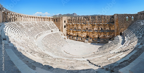 Photo Ancient Roman amphitheater of Aspendos near Antalya