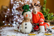 Handmade Yarn Snowman Holding ...