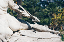 Statue Of Achilles Trying To R...