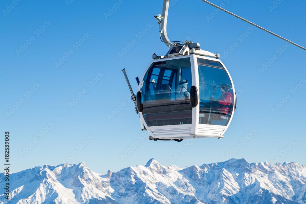 Fototapety, obrazy: Cable car in ski area in the alps