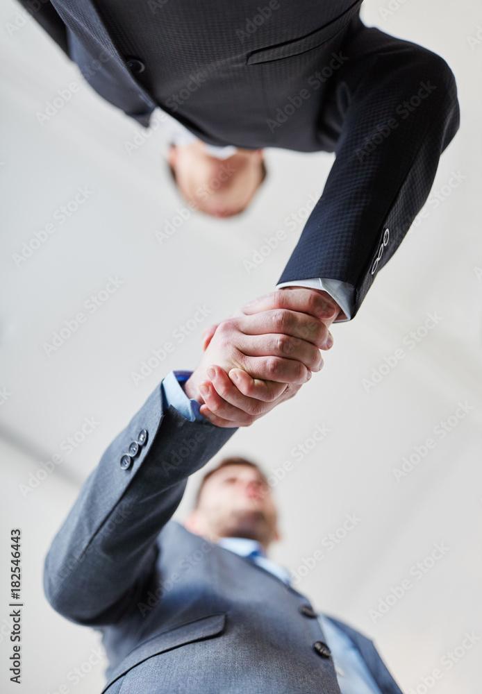 Fototapeta Geschäftsleute schließen Vertrag