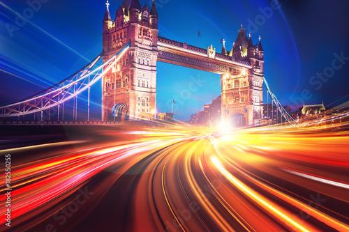 motion-speed-light-w-londynskim-city