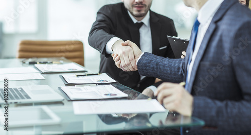 Cuadros en Lienzo handshake of two lawyers after discussing the terms of a financial contract