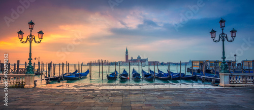 Cadres-photo bureau Gondoles Venice Panorama. Panoramic cityscape image of Venice, Italy during sunrise.