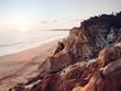 Sonnenuntergang an faszinierender Felsenküste