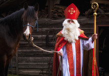Nikolaus Kommt Auf Einem Pferd