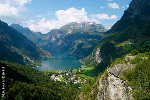 Spoed Fotobehang Pistache Geiranger fjord beauty