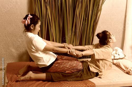 Fototapeta Spa and massage : Thai massage and spa for healing and relaxation obraz na płótnie