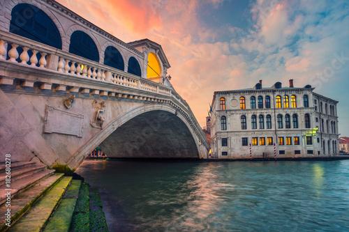 Foto op Plexiglas Venetie Venice. Cityscape image of Venice with famous Rialto Bridge and Grand Canal.