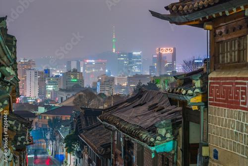 Foto op Canvas Seoel Bukchon hanok village in Seoul City at night,South Korea.